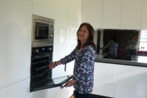 ICM Geelong kitchen winner Angela chooses a glass splashback